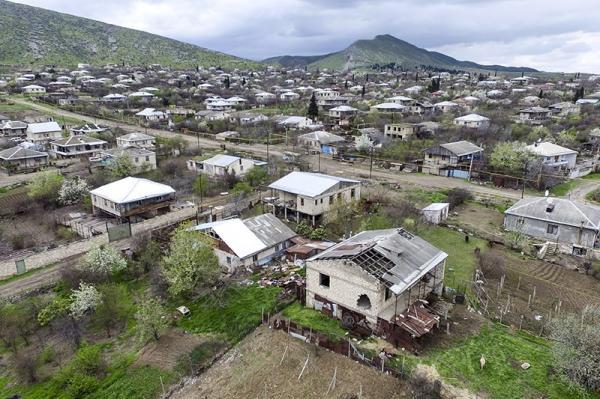 Təmas xəttində dağıdılan evlər