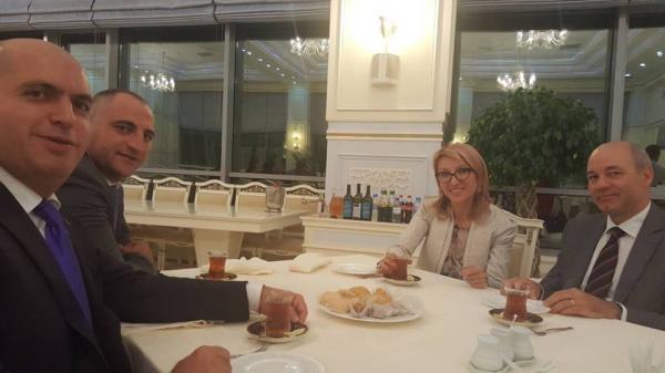 Erməni deputatlar Armen Aşotyan və Mane Tandilyan Bakıda çay süfrəsində