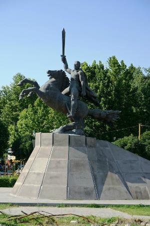Ermənistanda Andronik Ozanyana qoyulan heykəl